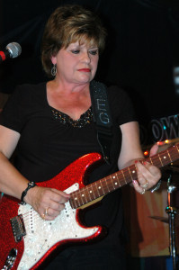 AA EG Kight and her red guitar DSC_8020